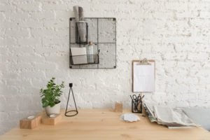 Schreibtisch ordnen - schaffen Sie Ordnung und Platz zum Arbeiten